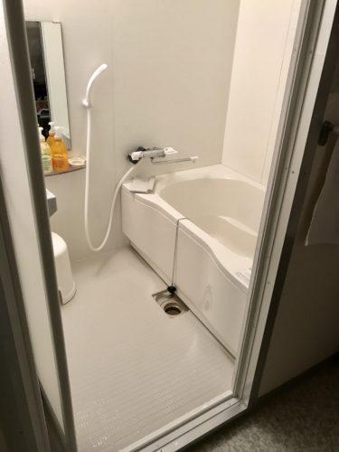 浴室リフォームの施工事例 | 白色で統一された綺麗な浴室(施工後)
